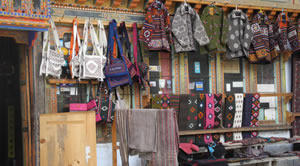 Weberei-Shop in Chumey